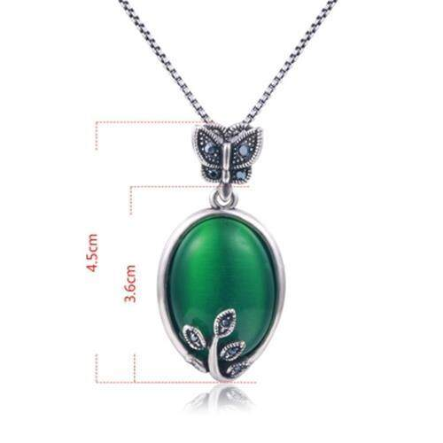 FAUX EMERALD OVAL BUTTERFLY PENDANT NECKLACE (GREEN)