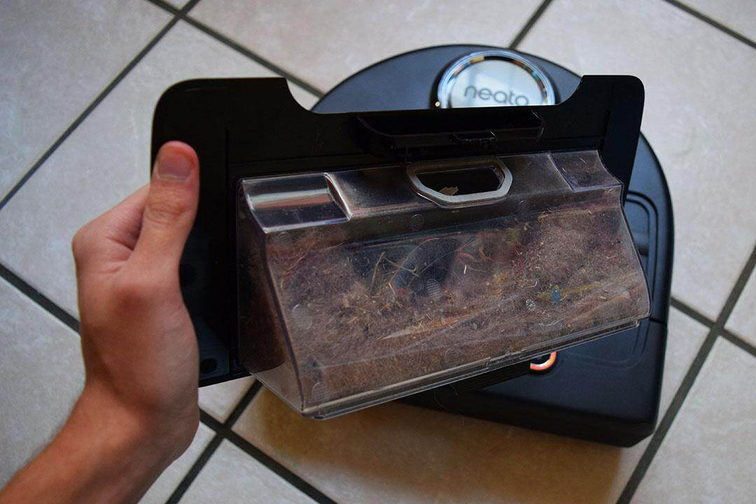 simplebotics_reviews_botvac_connected_dirt_bin.jpg