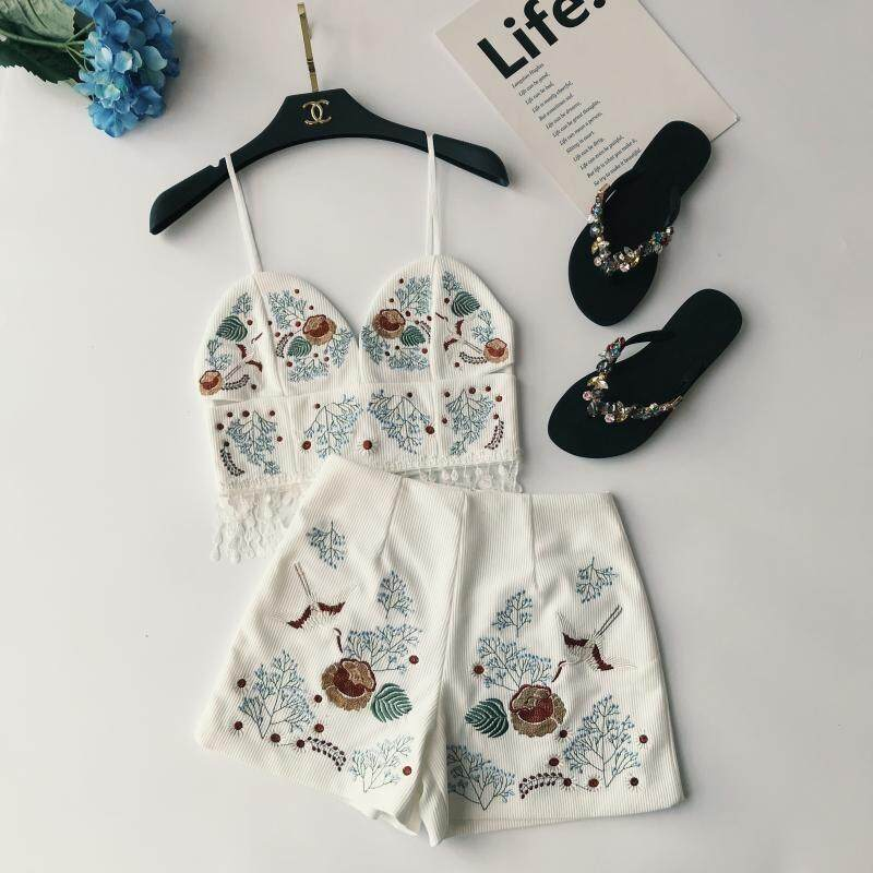 ?PRE-ORDER 21 DAYS?Embroidery flowers harness + waist high waist embroidery shorts two-piece