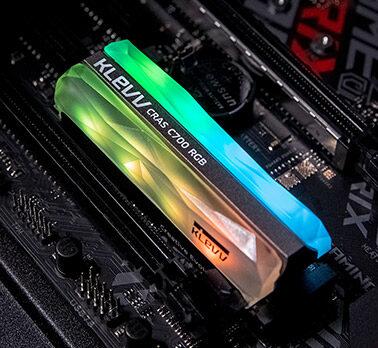 KLEVV Cras C700 RGB Ssd M.2 2280 NVMe PCIe Gen3x4, SK Hynix 3D 72-Layer NAND Flash, 240Gb / 480Gb