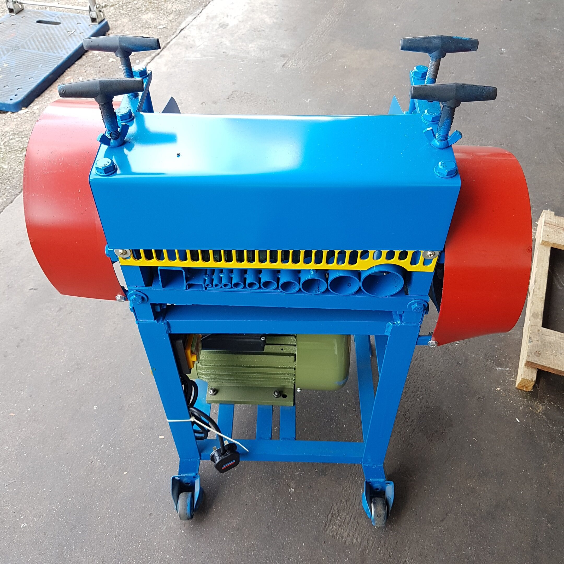 wire skin rubber fast copper metal cut cutter cutting strip stripper machine drill drilling grinder double slice slicer slicing in side out size big press pressure high low adjust motor belt roll roller rolling handle auto power tool electric wheel gear