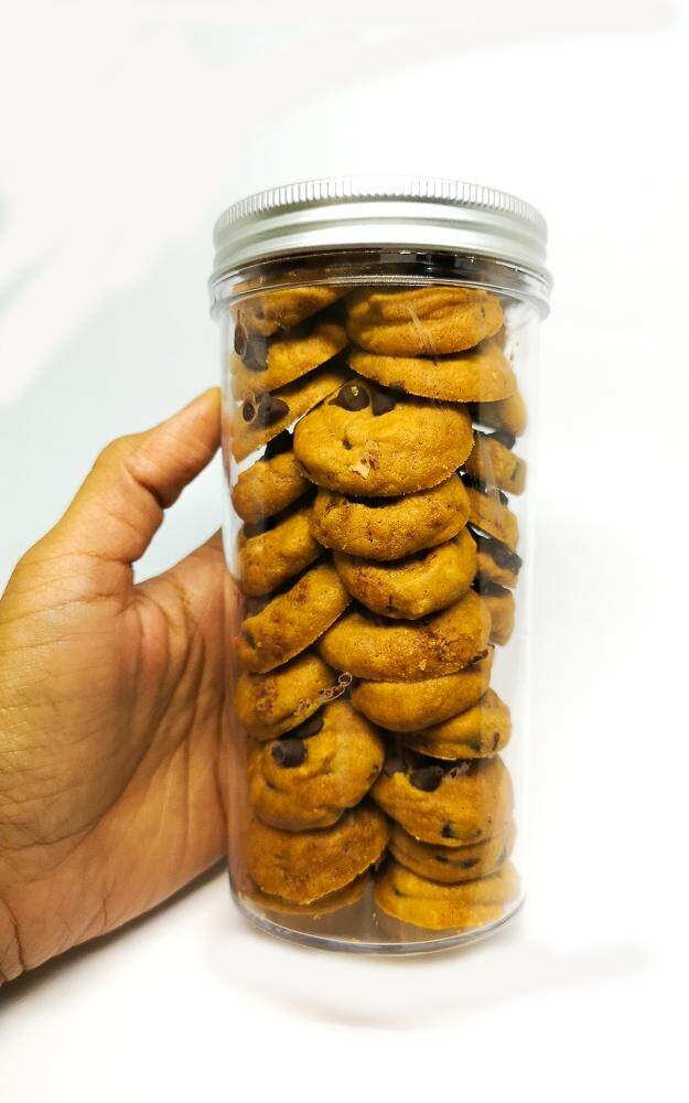 When Putrie Bakes Classic Chocolate Chips Cookies 230gm in Cylinder Container x 1