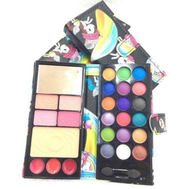 FREE GIFTNew stock gift set eyeshadow palette