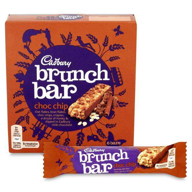 Cadbury Chocolate Brunch Bar Choc Chip (6 Bars) - Muesli Bar Covered in Cadbury Milk Chocolate (breakfast bar, energy bar, cereal bar)