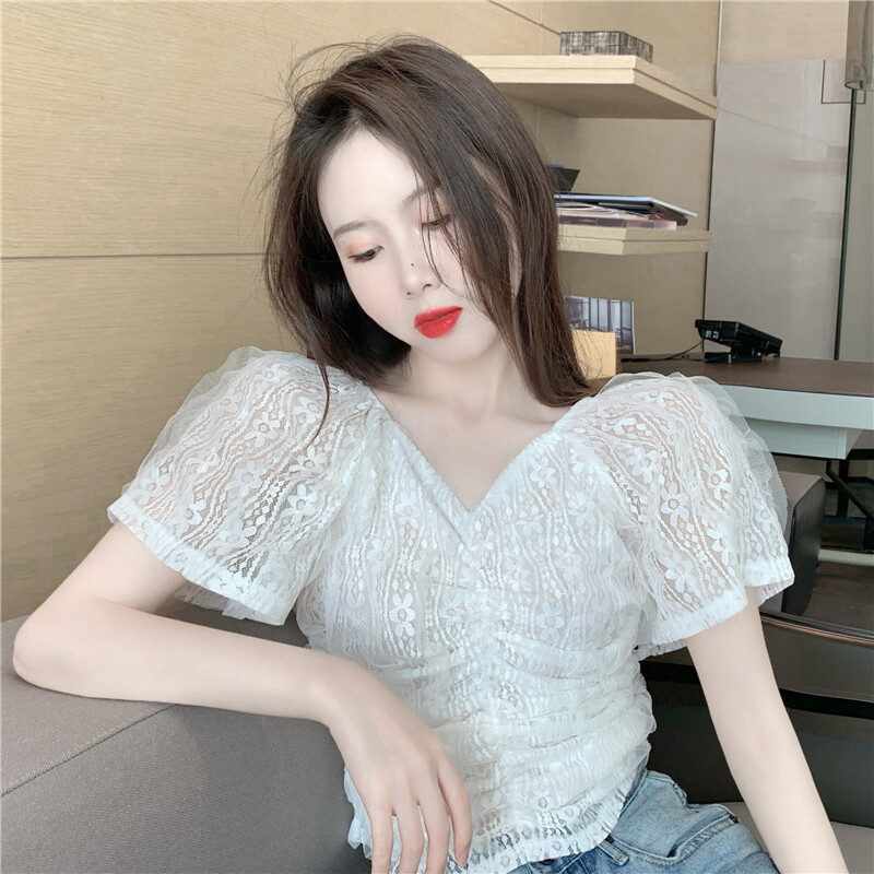 (PRE ORDER) WOMEN SLIM PLEATED V-NECK LACE BLOUSE