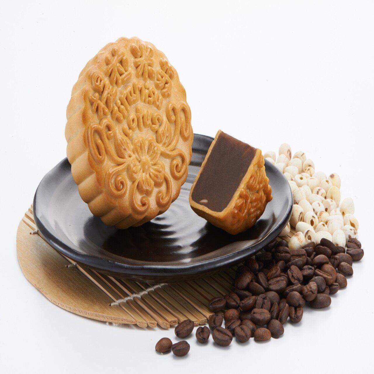 Best Selling [Ready Stock] Mooncake Absolutely Low Sugar Tiramisu Pure Lotus Paste Vegetarian Halal Tong Wah Moon Cake With Gift Box 4 Pcs