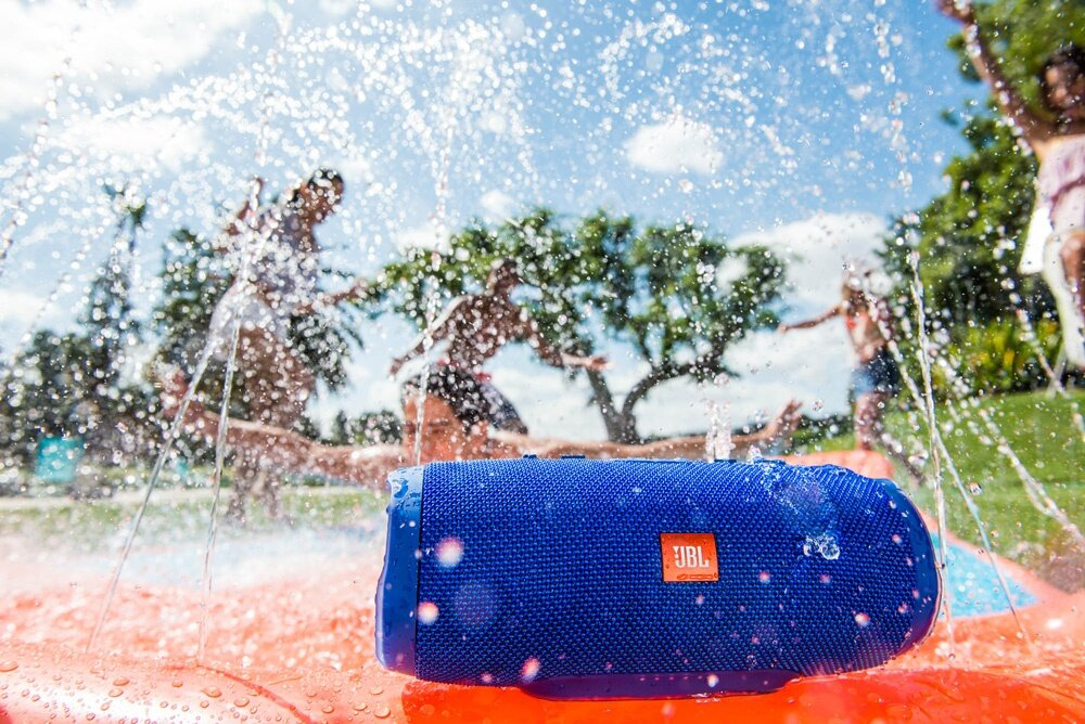 photo Lifestyle-image---JBL-Charge-3-SlipNSlide_0057_zpsjnkq3pzs.jpg