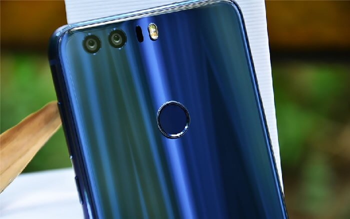Huawei Honor 8 mobile phone