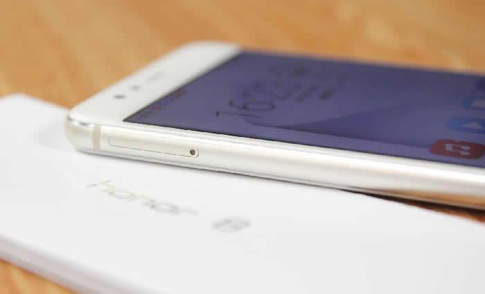 Huawei Honor 8 mobile phone