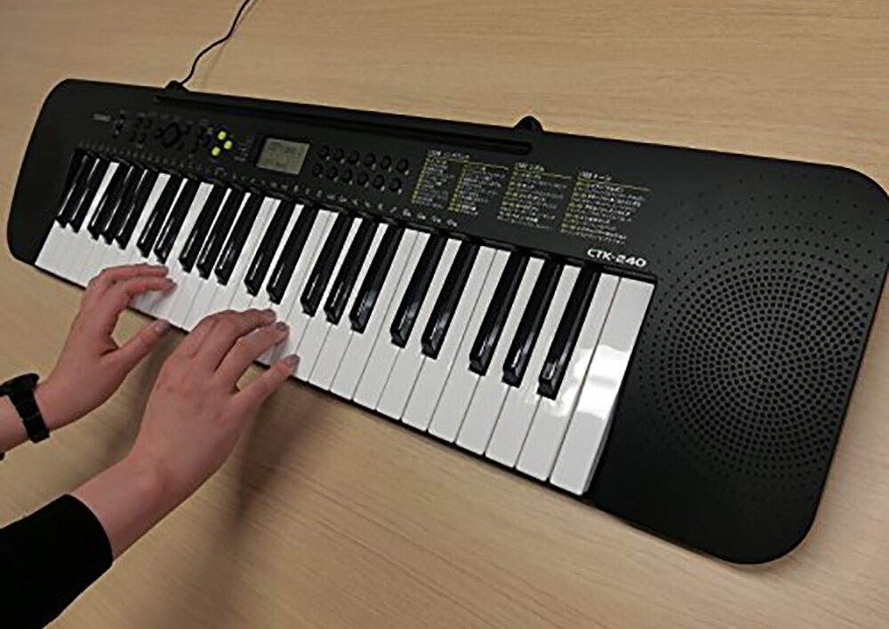 49 Key Casio CTK-240 Standard Keyboard Piano 100 Tones 100 rhythms 50 Song LCD Melody (on/off)